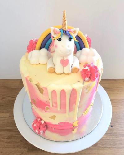 Unicorn figurine cake